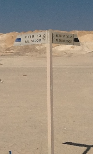 Mt Sedom signpost - in English and Hebrew.