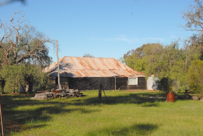 Derelict farm house on Caudle Rd south of Beverley.