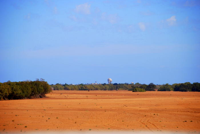 The dry bed of the Gascoyne River. The disused OTC dish is in the background.