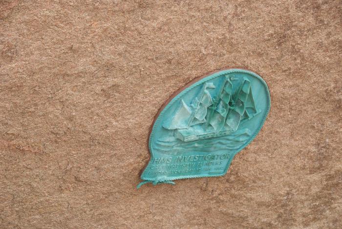 Plaque commemorating Flinders landing in Lucky Bay in 1802.