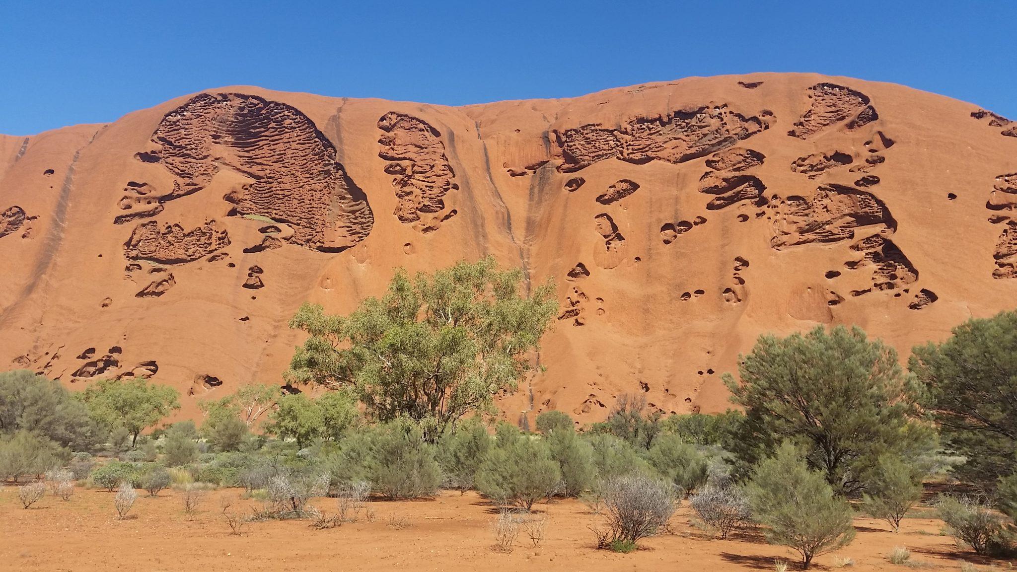 Uluru tafoni.