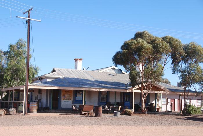 Kingoonya pub.
