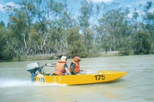 Kevin and John on the Murray River on the run to Renmark.