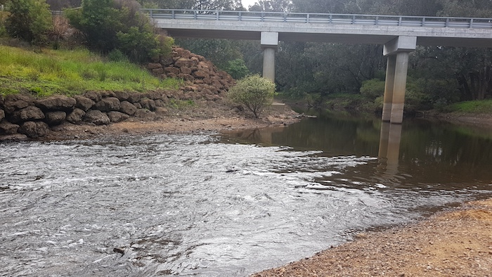 The small, shallow, 'rapid' at Jalbarragup.