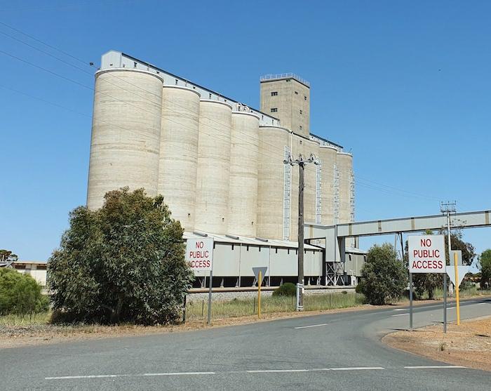 Merredin grain silos.